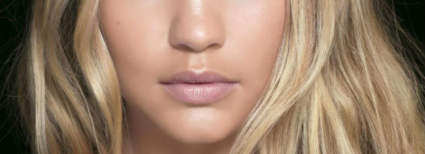 Sfaturi de specialist pentru intretinerea parului blond